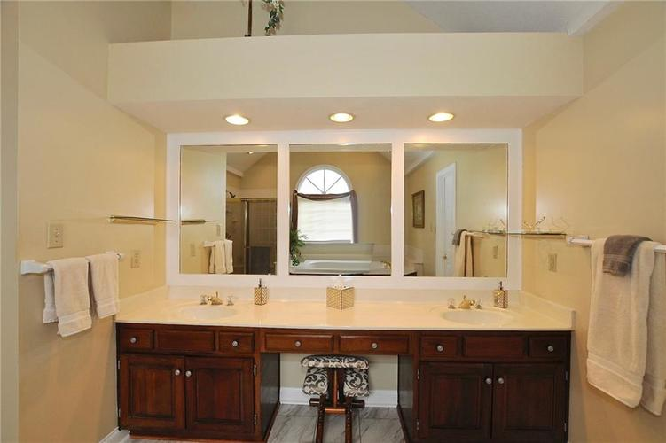 11363 Woods Bay Lane Indianapolis, IN 46236 | MLS 21629010 | photo 15