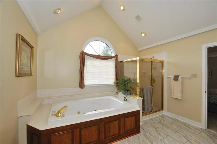 11363 Woods Bay Lane Indianapolis, IN 46236 | MLS 21629010 | photo 16