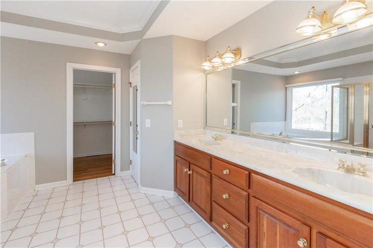 7320 ROYAL OAKLAND Drive Indianapolis, IN 46236 | MLS 21629034 | photo 16