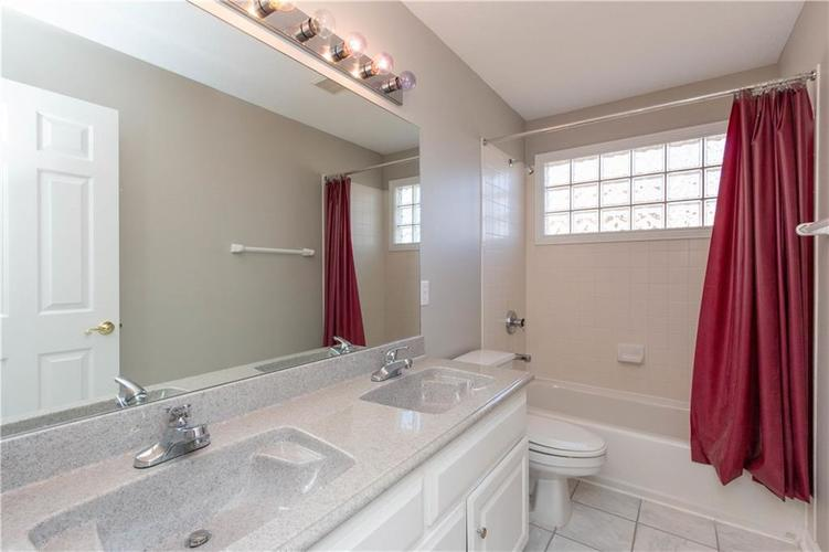 7320 ROYAL OAKLAND Drive Indianapolis, IN 46236 | MLS 21629034 | photo 22
