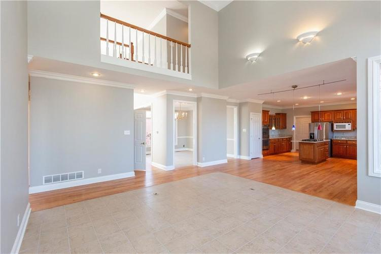 7320 ROYAL OAKLAND Drive Indianapolis, IN 46236 | MLS 21629034 | photo 8