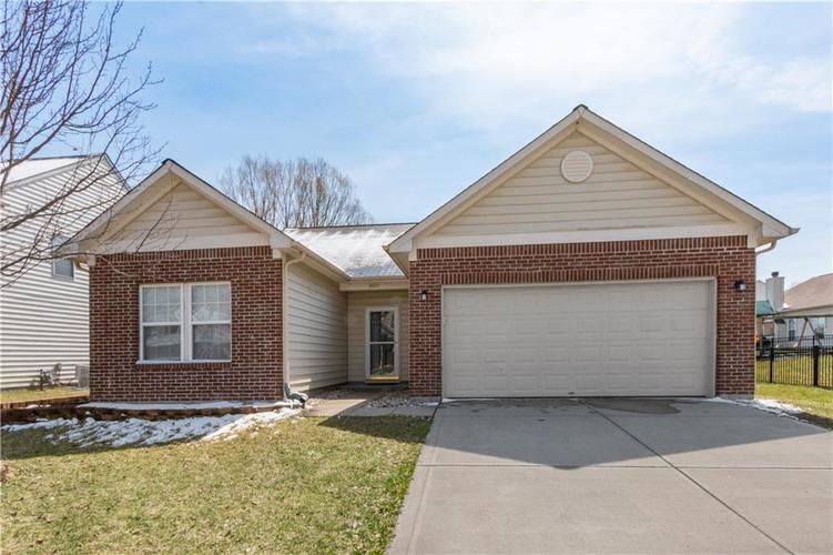 9653 Stonewall Lane Avon, IN 46123 | MLS 21629865 | photo 1