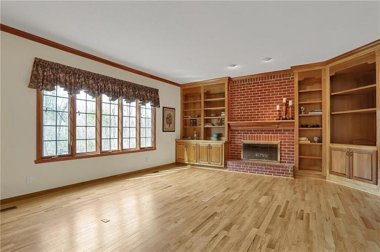 12041 Emerald Bluff Indianapolis, IN 46236 | MLS 21630912 | photo 13