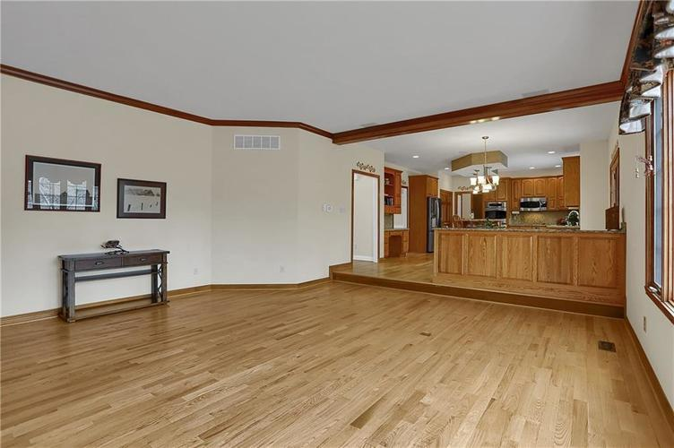 12041 Emerald Bluff Indianapolis, IN 46236 | MLS 21630912 | photo 14