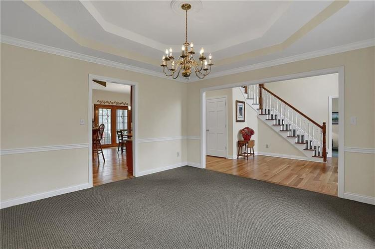 12041 Emerald Bluff Indianapolis, IN 46236 | MLS 21630912 | photo 16