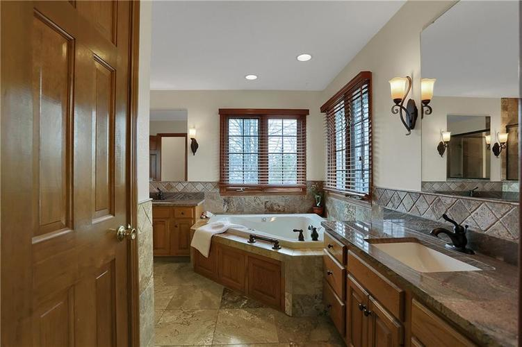 12041 Emerald Bluff Indianapolis, IN 46236 | MLS 21630912 | photo 21