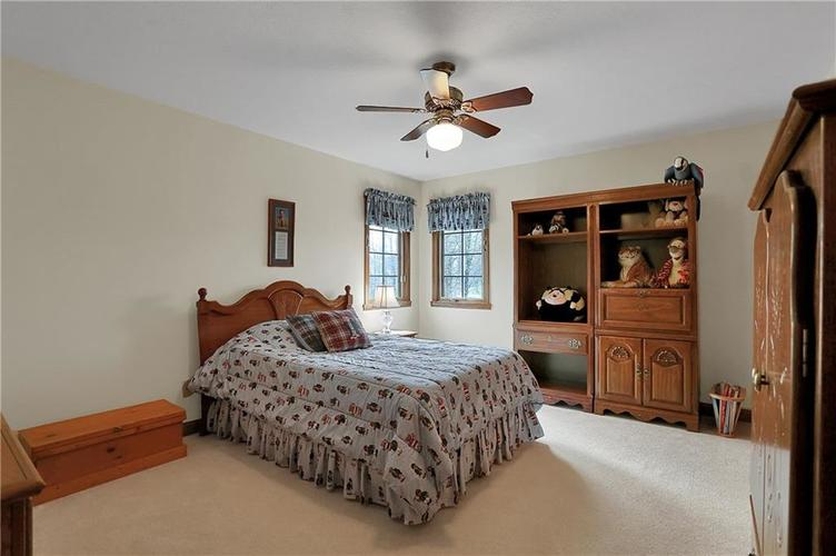 12041 Emerald Bluff Indianapolis, IN 46236 | MLS 21630912 | photo 26