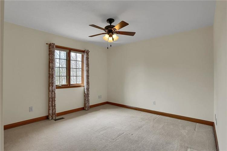12041 Emerald Bluff Indianapolis, IN 46236 | MLS 21630912 | photo 28