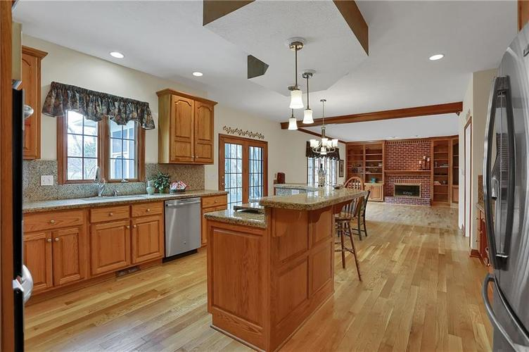 12041 Emerald Bluff Indianapolis, IN 46236 | MLS 21630912 | photo 6