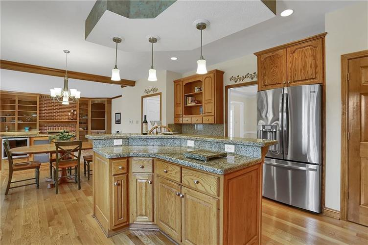 12041 Emerald Bluff Indianapolis, IN 46236 | MLS 21630912 | photo 7