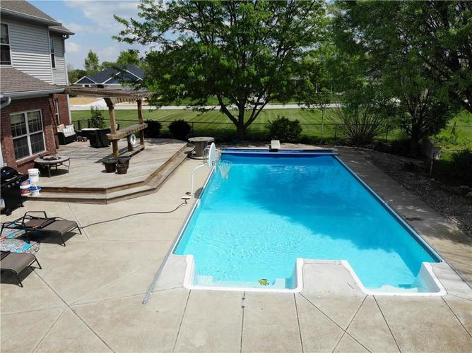 2045 COVEY Court Franklin, IN 46131 | MLS 21631367 | photo 2