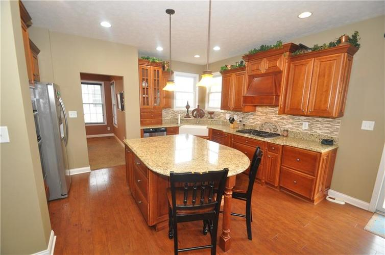 7904 Whiting Bay Drive Brownsburg, IN 46112 | MLS 21631490 | photo 2