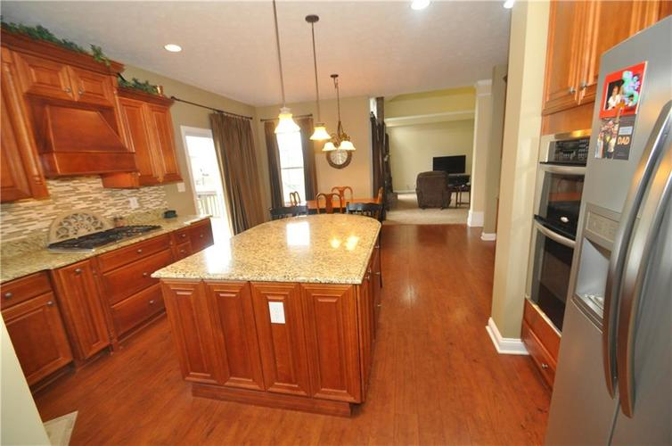 7904 Whiting Bay Drive Brownsburg, IN 46112 | MLS 21631490 | photo 3