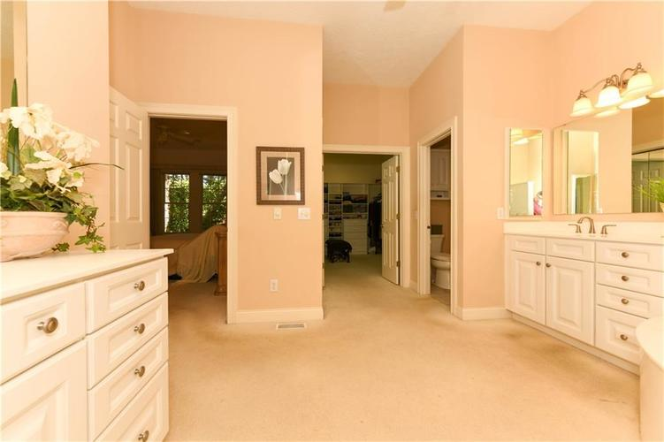 8053 Hopkins Lane Indianapolis, IN 46250 | MLS 21631948 | photo 18