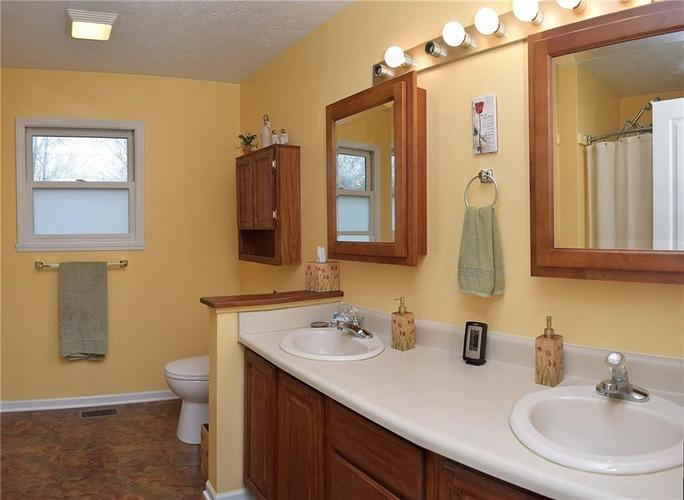 8318 Admirals Landing Place Indianapolis, IN 46236 | MLS 21632161 | photo 16