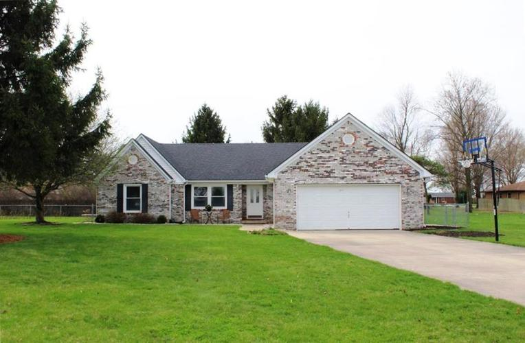 1215 Wesley Court Thorntown, IN 46071   MLS 21632429   photo 1