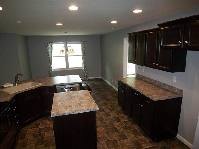 1092 Governors Lane Seymour, IN 47244 | MLS 21635644 | photo 13