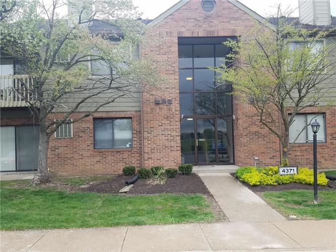 4371 Village Parkway Circle W #1 Indianapolis, IN 46254 | MLS 21636097 | photo 1