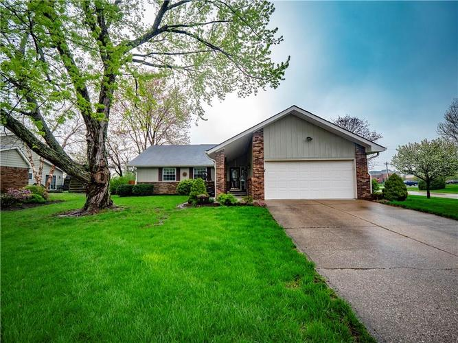 1605  IRONGATE Circle Zionsville, IN 46077 | MLS 21636715