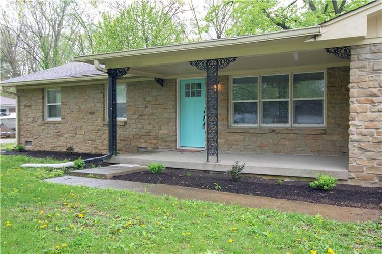 5942 Winston Drive Indianapolis, IN 46226 | MLS 21636919 | photo 2