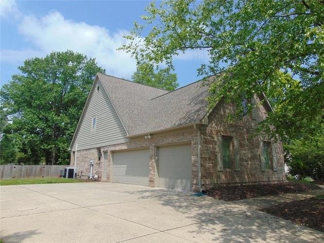 10012 Bahamas Court Fishers, IN 46037 | MLS 21637026 | photo 1