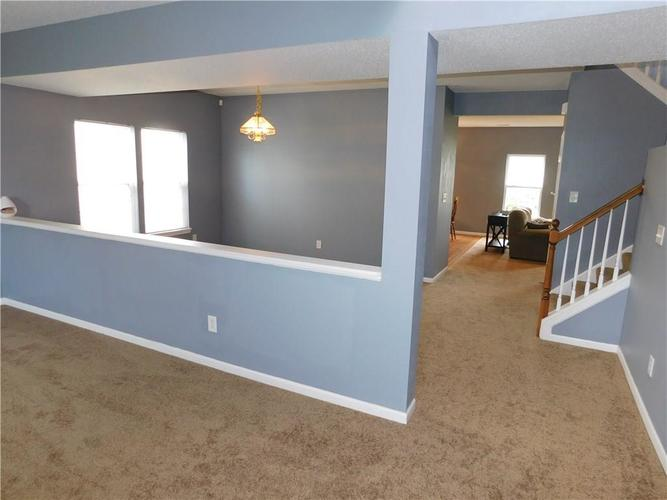 2377 Shadow Court Columbus, IN 47201 | MLS 21637237 | photo 2