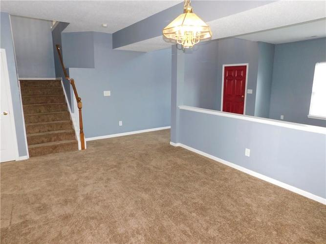 2377 Shadow Court Columbus, IN 47201 | MLS 21637237 | photo 4