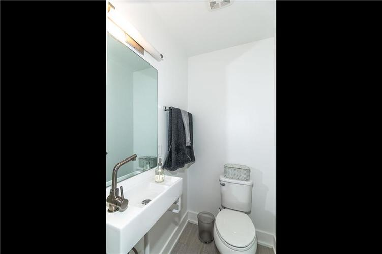1015 E 61st Street Indianapolis, IN 46220 | MLS 21637318 | photo 12