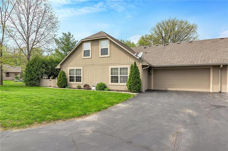 7549 Briarstone Drive Indianapolis, IN 46227 | MLS 21637477 | photo 2