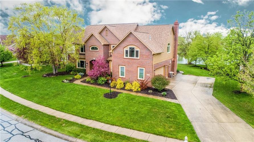 10017 WATER CREST Drive Fishers, IN 46038   MLS 21637619   photo 2