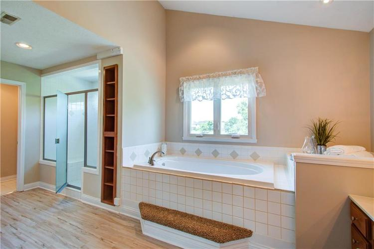 10017 WATER CREST Drive Fishers, IN 46038   MLS 21637619   photo 28