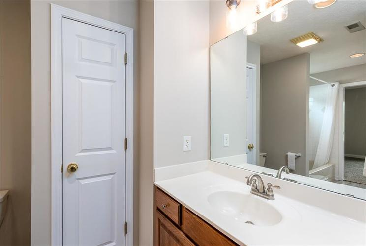 10017 WATER CREST Drive Fishers, IN 46038   MLS 21637619   photo 32