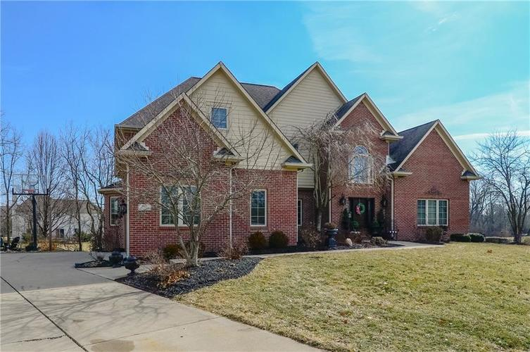 8017 Shady Woods Drive Indianapolis, IN 46259 | MLS 21637632 | photo 2