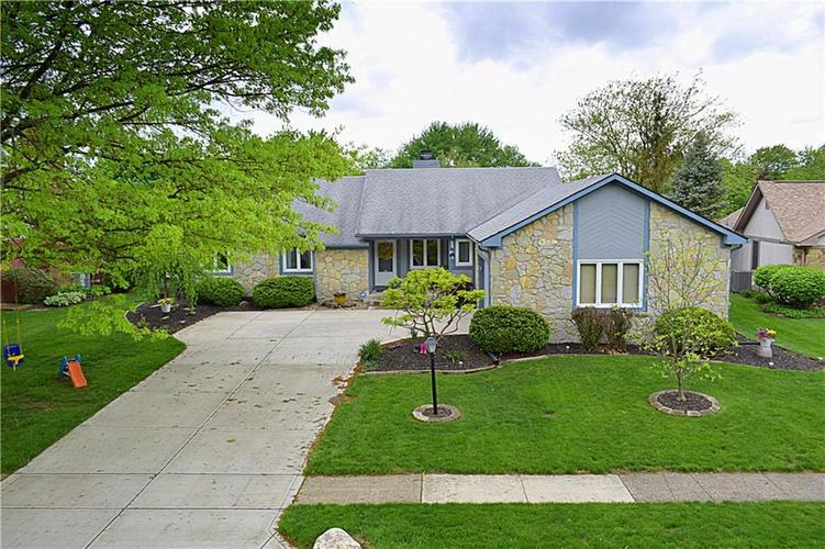 8008 Bayview Point Indianapolis, IN 46256 | MLS 21637790 | photo 1
