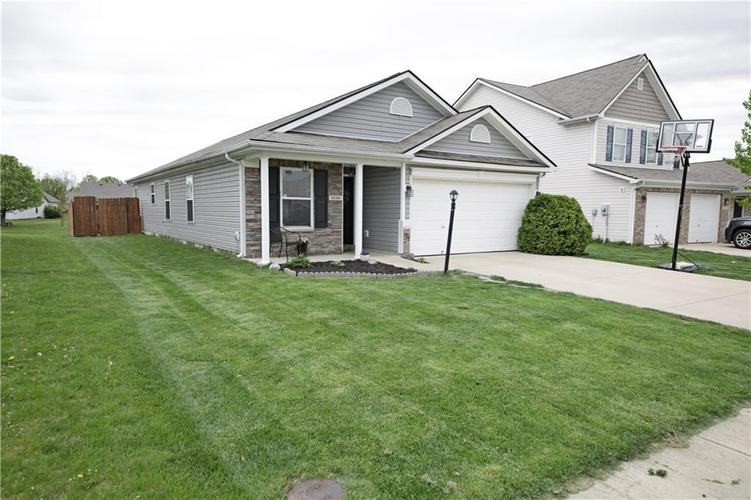 5549 Wild Horse Drive Indianapolis, IN 46239 | MLS 21638049 | photo 2