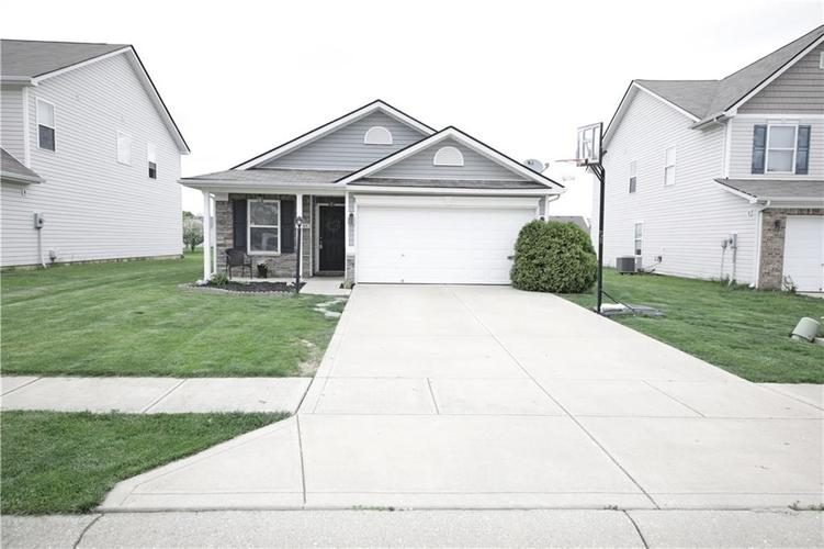 5549 Wild Horse Drive Indianapolis, IN 46239 | MLS 21638049 | photo 3