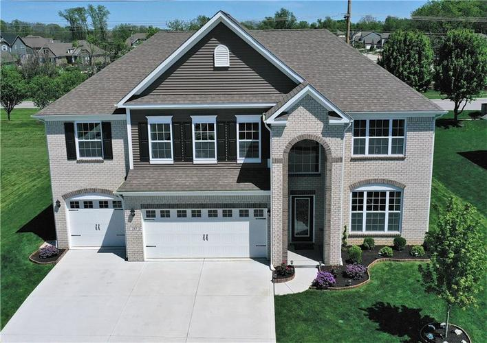 287 Entrance Hall View Greenwood, IN 46142 | MLS 21638288 | photo 3