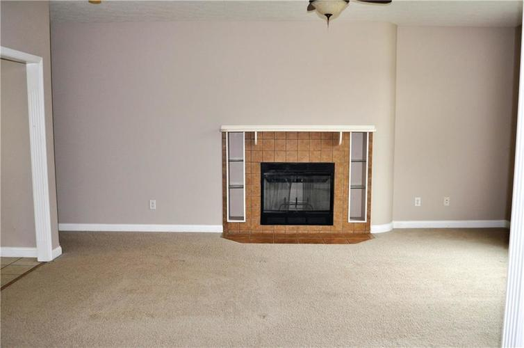 2363 Sumpter Court Columbus, IN 47203 | MLS 21638349 | photo 2