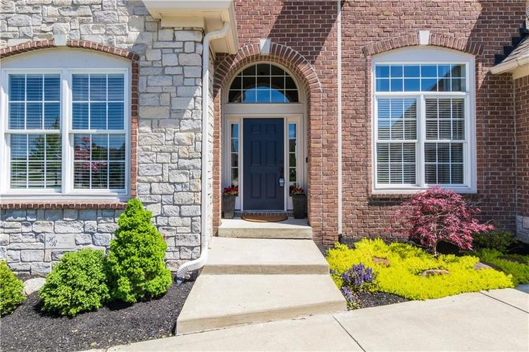 5026 Sweetwater Drive Noblesville, IN 46074 | MLS 21638424 | photo 2
