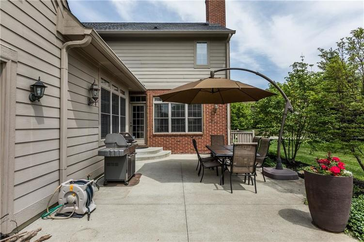 7669 Carriage House Way Zionsville, IN 46077 | MLS 21638561 | photo 11