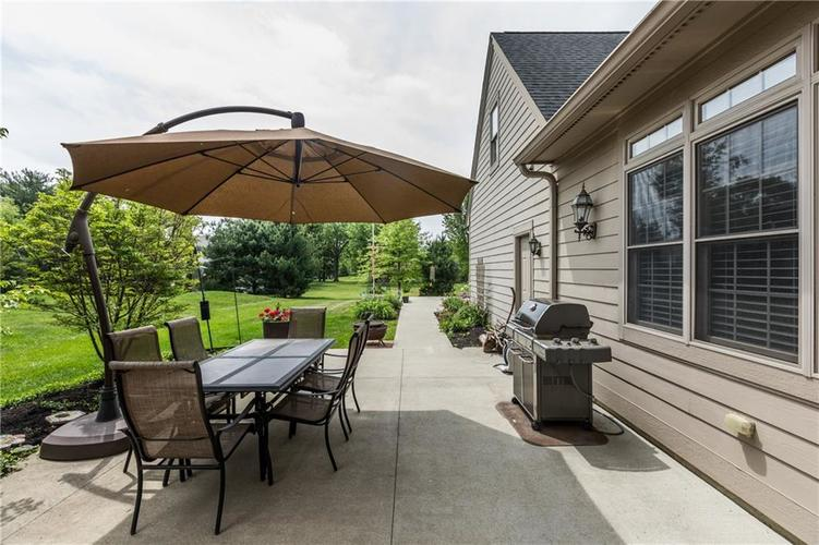 7669 Carriage House Way Zionsville, IN 46077 | MLS 21638561 | photo 12