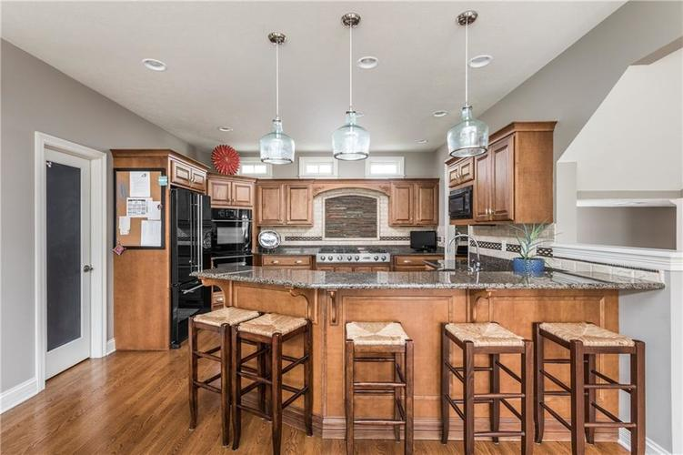 7669 Carriage House Way Zionsville, IN 46077 | MLS 21638561 | photo 22