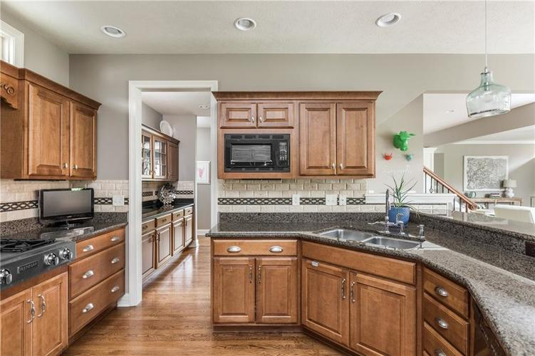 7669 Carriage House Way Zionsville, IN 46077 | MLS 21638561 | photo 24