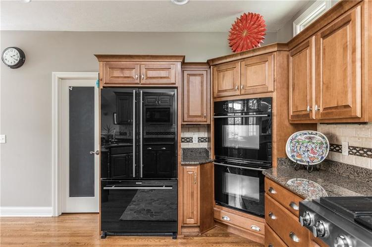 7669 Carriage House Way Zionsville, IN 46077 | MLS 21638561 | photo 25