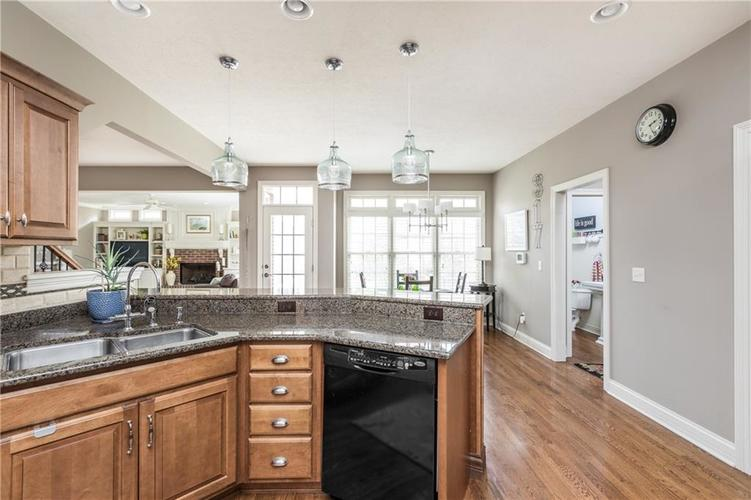 7669 Carriage House Way Zionsville, IN 46077 | MLS 21638561 | photo 26