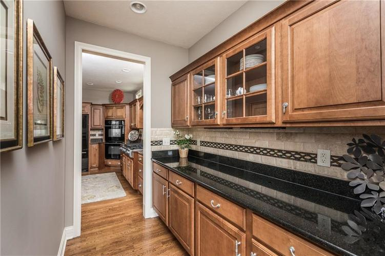 7669 Carriage House Way Zionsville, IN 46077 | MLS 21638561 | photo 27
