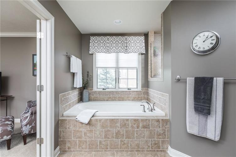 7669 Carriage House Way Zionsville, IN 46077 | MLS 21638561 | photo 33