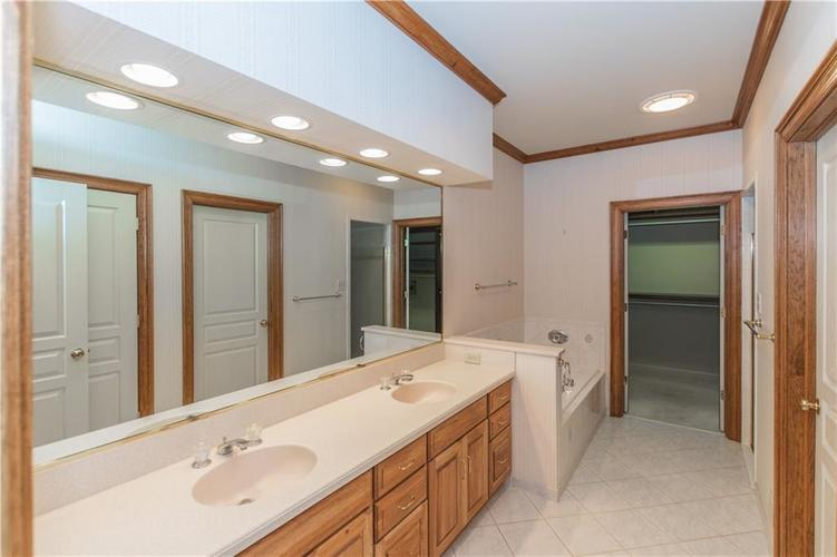 7942 Beaumont Green East Drive Indianapolis, IN 46250 | MLS 21638743 | photo 12