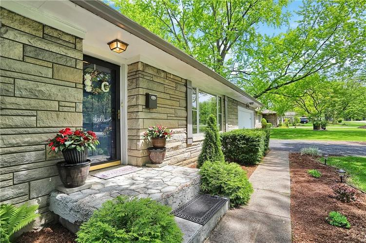 6886 Meadow View Drive Indianapolis, IN 46226 | MLS 21638844 | photo 2