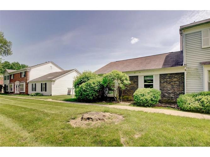 1701 W 79th Street Indianapolis, IN 46260 | MLS 21639076 | photo 2